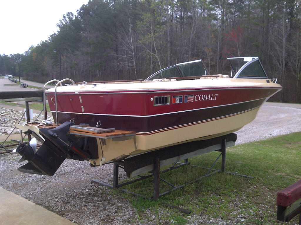 1986 Cobalt 19 foot Bowrider for sale. Maroon and beige, open bow, v-hull, ...